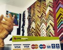 Trabalhamos com todos os cartões de crédito e débito e temos centenas de tipos de moldura para melhor atender você.